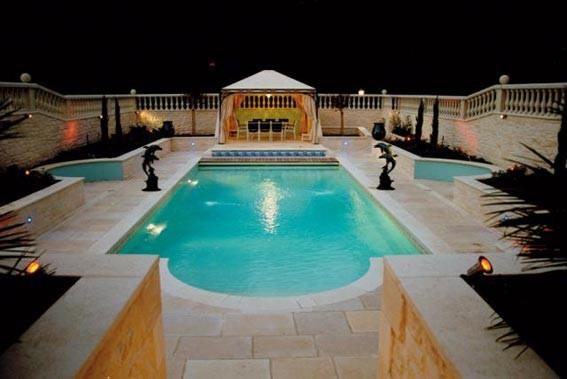 Eclairage pour la piscine castor bleu for Changer ampoule piscine